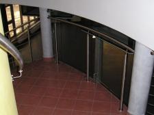 balustrada ze stali nierdzewnej (PWSFTv i T w Łodzi)
